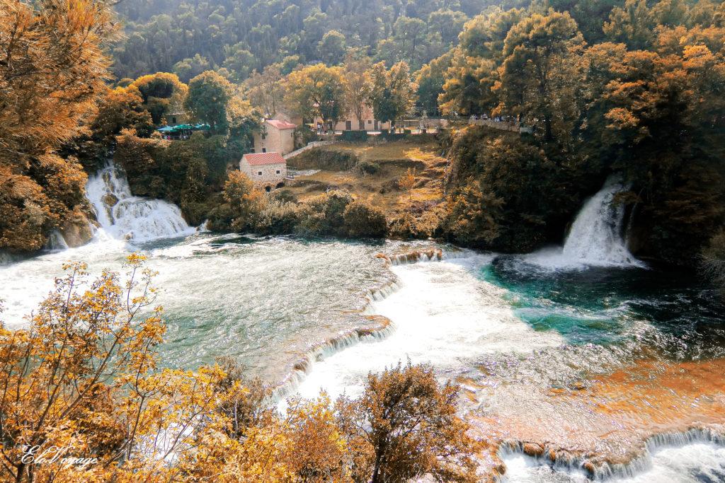 vue aérienne lac krka croatie chute d'eau