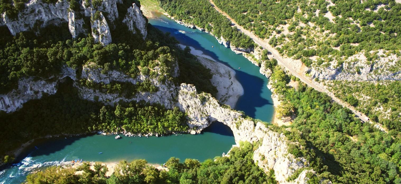 Vue aérienne gorges de l'Ardèche drône