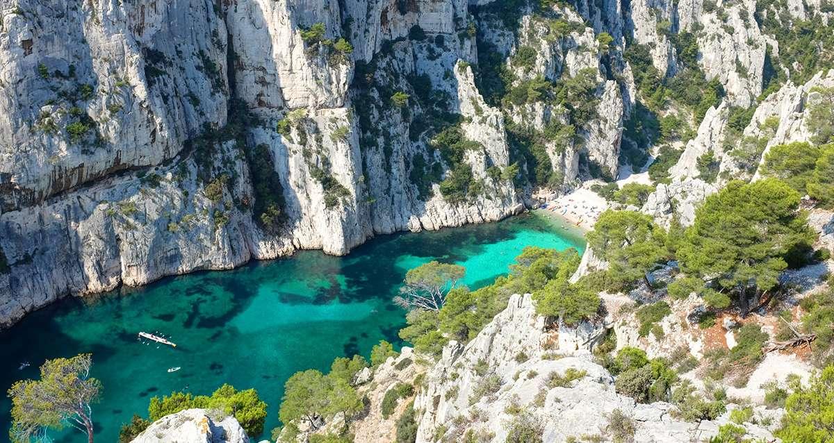 Vue aérienne parc national des Calanques eaux turquoise