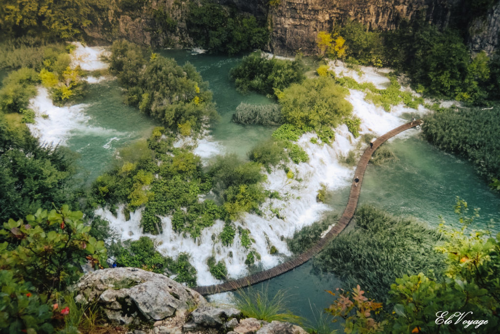 vue aérienne lac plitvice croatie chute d'eau