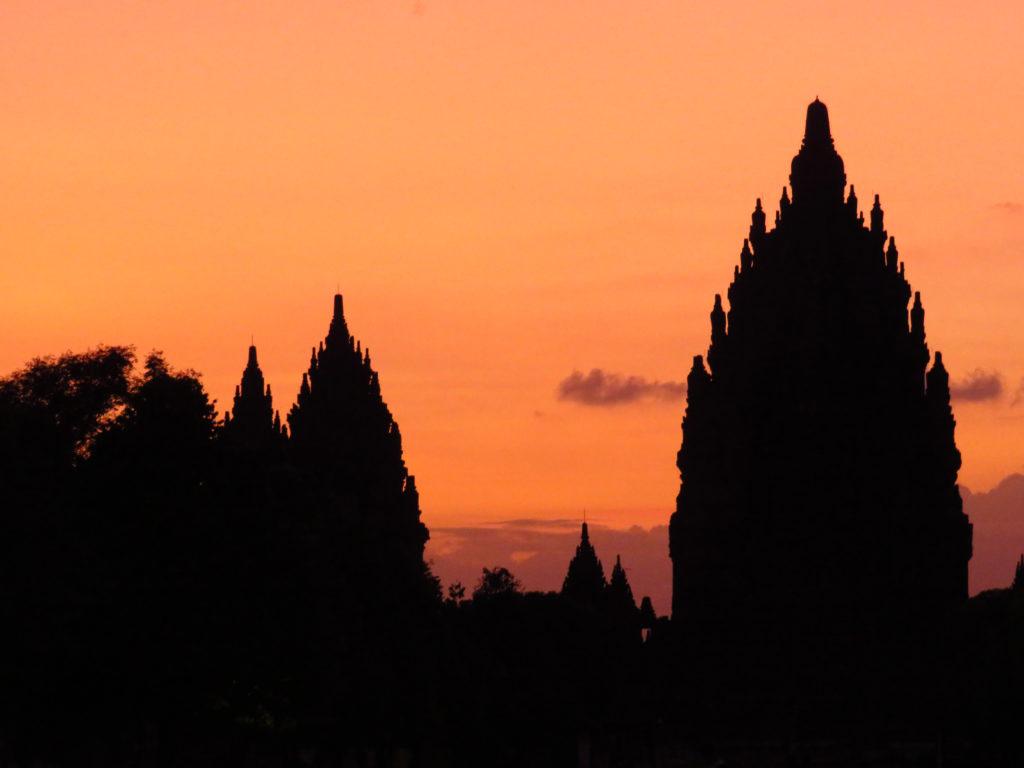 coucher de soleil temple Prambanan Indonésie